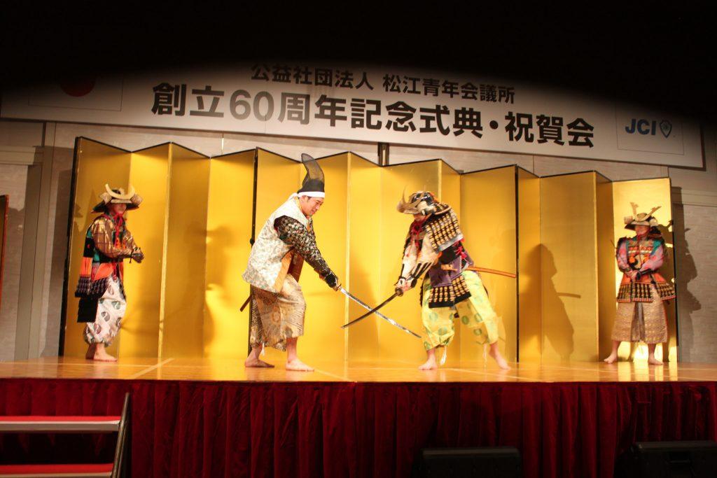 理事長とメンバーによる演舞です。