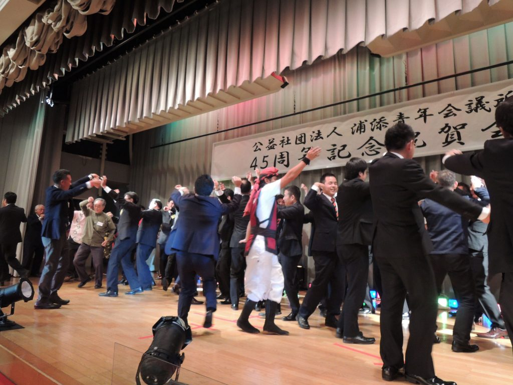 多くの参加者で踊りました!